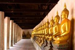 Строка священного Будды отображает в виске Putthaisawan, Таиланде Стоковые Изображения RF