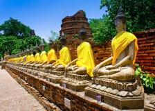 Строка священного Будды отображает в Wat yai-Chaimongkol& x22; Стоковое фото RF