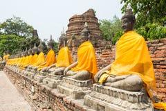 Строка священного Buddhas стоковые фото