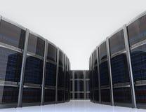 Строка серверов в центре данных с простой предпосылкой стоковая фотография rf