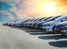 Строка серии запаса автомобилей для продажи стоковые фотографии rf