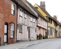 Строка средневековых домов в улице в lavenham Стоковые Изображения RF