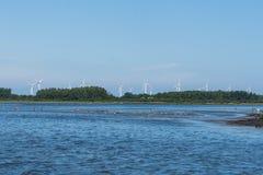 Строка станций энергии ветра на восточном побережье Швеции Стоковая Фотография RF