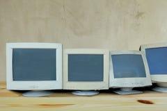 Строка старого компьютера монитора которое сломленно или не используемо стоковые изображения rf