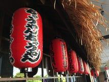 Строка японских красных бумажных фонариков Стоковая Фотография