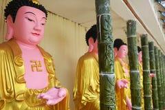 Строка buddhas в Kek Lok Si, Penang стоковые изображения rf