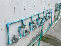 Строка faucet для моя блюда Стоковая Фотография RF