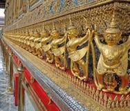 Строка Garuda как стена грандиозного виска Таиланда Стоковые Изображения