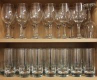 Строка Tumblers бокала и стеклянных Стоковые Изображения