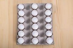 3 строки белых яичек цыпленка Стоковые Изображения