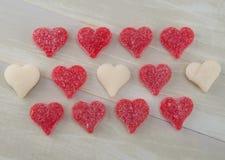3 строки белых и красных камедеобразных сердец Стоковые Изображения RF