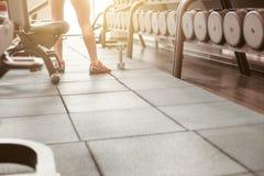 Строки гантелей в спортзале Стоковое фото RF