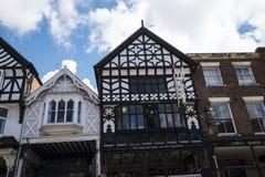 Строки здания Tudor черно-белые в Честере город графства Чешира в Англии Стоковые Изображения RF