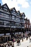 Строки здания Tudor черно-белые в Честере город графства Чешира в Англии Стоковое фото RF