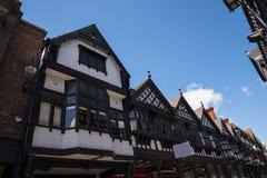 Строки здания Tudor черно-белые в Честере город графства Чешира в Англии Стоковая Фотография