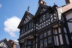 Строки здания Tudor черно-белые в Честере город графства Чешира в Англии Стоковое Изображение