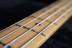 Строки и шея гитары стоковые фото