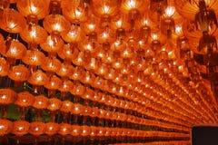 Строки красного бумажного китайского фонарика стоковые фото