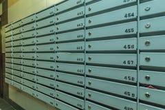 Строки почтовых ящиков металла стоковая фотография