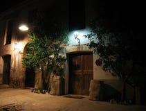 строя освещенная ноча старая Стоковые Изображения