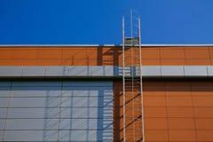 строя самомоднейшая лестница стоковые фото