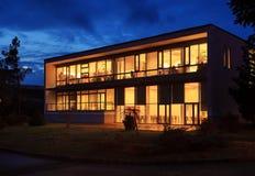 строя самомоднейший офис ночи Стоковая Фотография RF