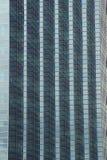 строя самомоднейшие окна офиса стоковые фото