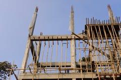 строя штендер поляка со стальным & конкретным под конструкцией стоковые фотографии rf