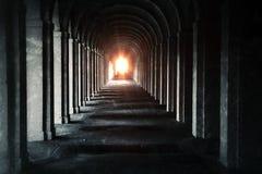 Структура и столбцы тоннеля стоковое изображение