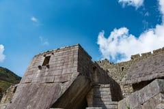 Структура камня и соломенной крыши на месте Machu Picchu Стоковое Фото