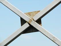 Структура металла труб против неба Стоковая Фотография
