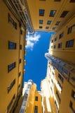Структура ` s двора формирует в Санкт-Петербурге, России зодчество Стоковая Фотография