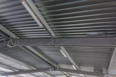 Структуры автостоянки, большая крыша металла Промышленность Стоковые Фото