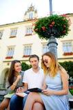 3 студента подготавливают для экзаменов Стоковая Фотография