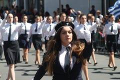 Студентка принимая участие в парад стоковые фотографии rf