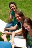 студенты группы коллежа стоковые изображения