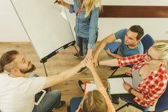 Студенты группы людей работая совместно Стоковое Изображение RF