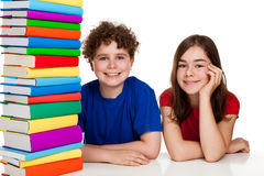 студенты кучи книг стоковые фото