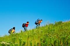 Студенты средней школы с backpacks стоковое фото rf