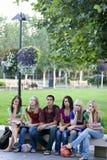 студенты стенда стоковая фотография rf