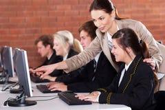 Студенты учителя средней школы Стоковое фото RF
