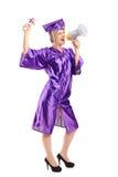 студент-выпускник диплома ее студент удерживания Стоковые Изображения RF