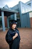 студент-выпускник диплома она Стоковая Фотография RF