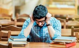 Студент в библиотеке Hall стоковая фотография rf