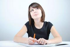 студент девушки пишет Стоковые Изображения RF