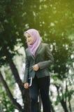 Студент и концепция дела, молодые профессиональные женщины hijab в s Стоковые Фотографии RF