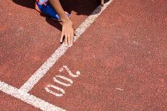 Студент получает комплект к выходить начинать для бежать конкуренции Стоковое Изображение RF