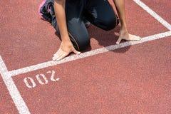 Студент получает комплект к выходить начинать для бежать конкуренции Стоковое Фото