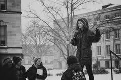Студент средней школы во время ее речи Стоковое Фото