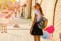 Студент средней школы подростка девушки с воздушными шарами Стоковые Фото
